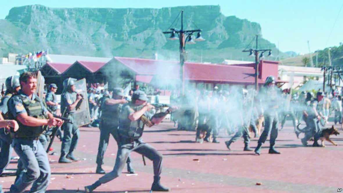 Dans les townships du Cap, le quotidien de la guerre des gangs