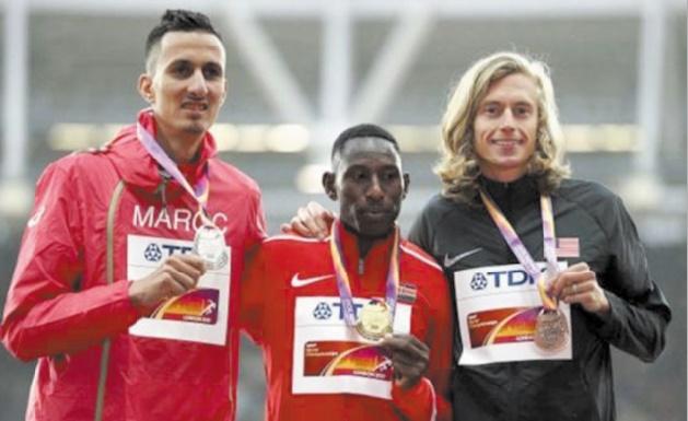 Soufiane El Bakkali, médaillé d'argent sur 3000 m steeple aux Mondiaux de Londres.