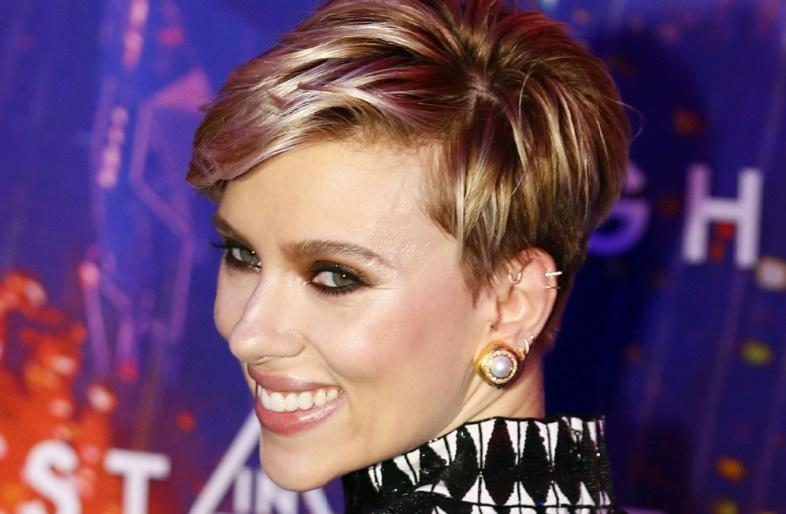 James Franco violemment taclé par Scarlett Johansson