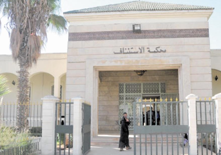 Comparution de trois officiers et un agent de sécurité au tribunal d'appel à Khouribga