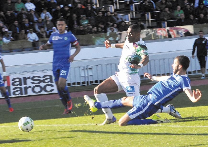 Iajour surgit pour marquer le premier de ses trois buts et remet ainsi sur les rails son équipe.                                    Ph. Moumen