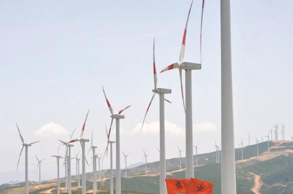 La part de l'éolien et du solaire dans la puissance électrique installée a atteint 13% en 2016