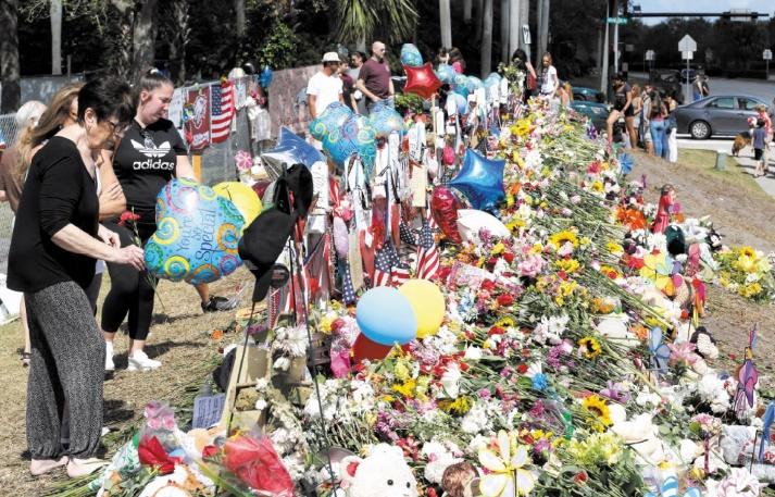 Retour angoissé au lycée pour les élèves et enseignants après fusillade en Floride