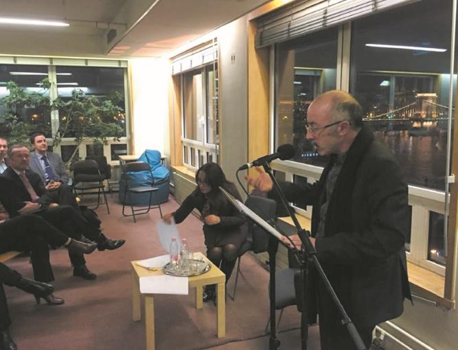 Hassan El Ouazzani anime une soirée poétique à Budapest