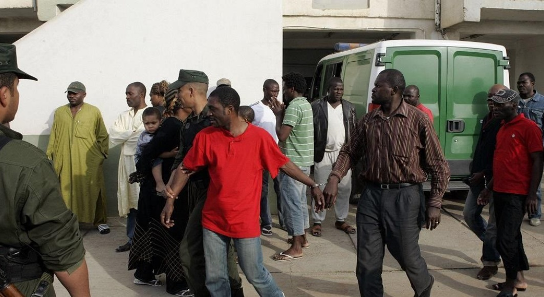 Alger se débarrasse de ses migrants sans s'embarrasser du droit international : Silence On expulse grave !