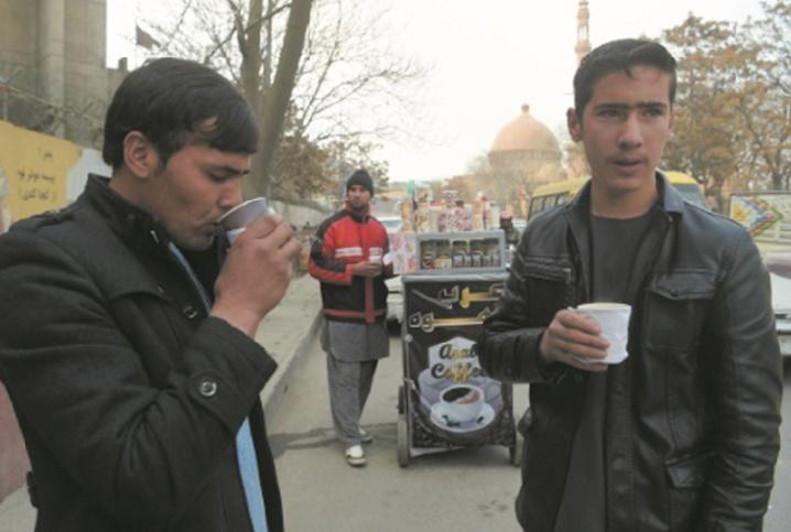 Au coin d'une rue de Kaboul, un insolite parfum de café