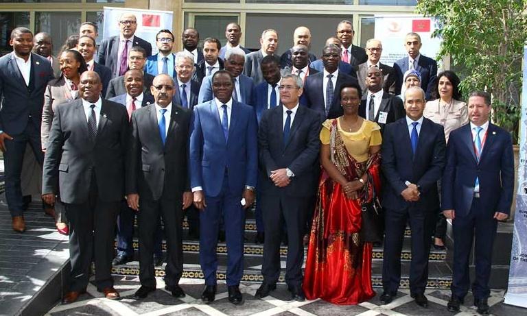 Mohamed Benabdelkader entouré des participants à la réunion du CTS N°8.