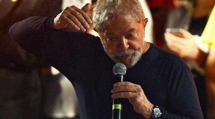 Lula aux portes de la prison dans un Brésil divisé