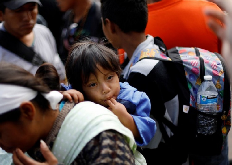 La caravane de migrants finit son périple à la frontière mexico-américaine