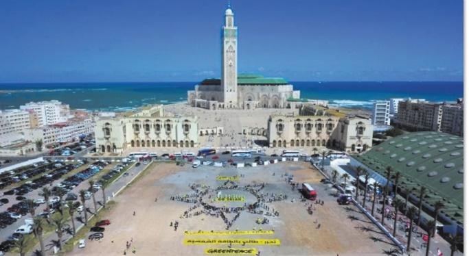 Greenpeace manifeste contre les énergies fossiles à Casablanca