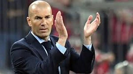 Benzema offre une troisième finale  d'affilée  au Real
