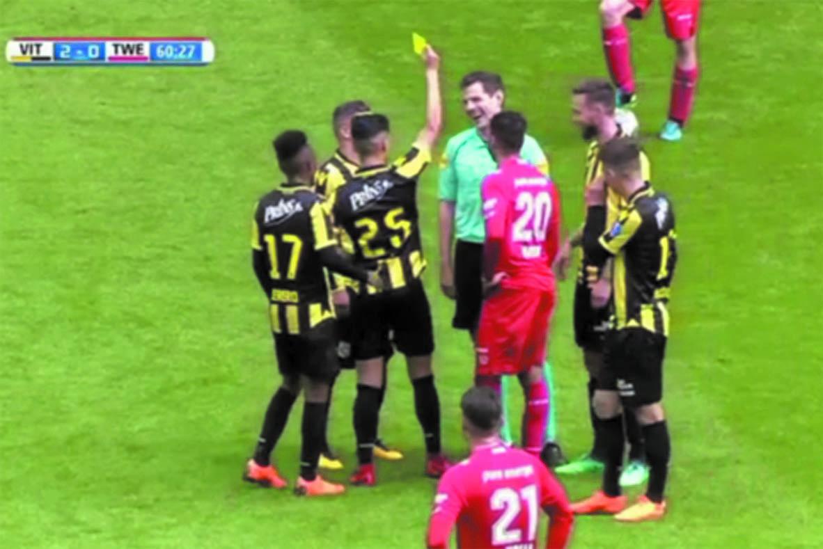 Insolite :  Quand l'arbitre prend un  carton jaune