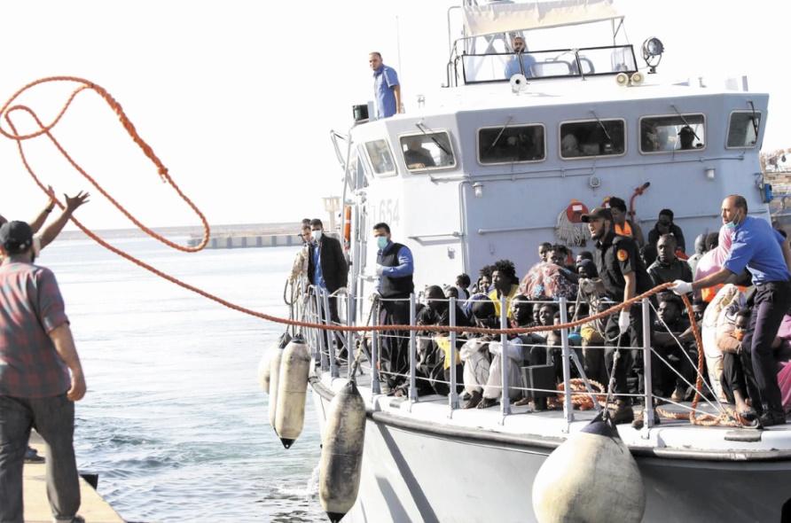 Plus de 300 migrants secourus par les garde-côtes libyens au large de la côte occidentale