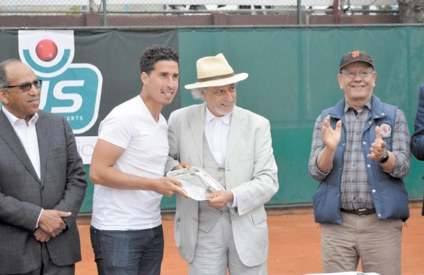 • Mehdi Ziadi vainqueur de la 16ème  édition du Medavenir en compagnie du président d'honneur du COC  My Driss Alaoui M'daghri et du président du club Mohamed Mahboub