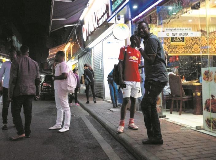 """En Chine, le blues des Africains de la """"Cité chocolat"""""""