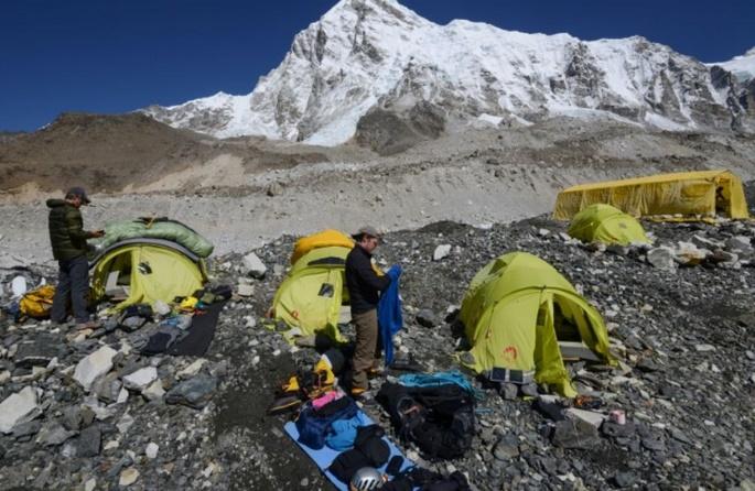 """Sur l'Everest, la """"fièvre du sommet"""" pousse aux prises de risques"""