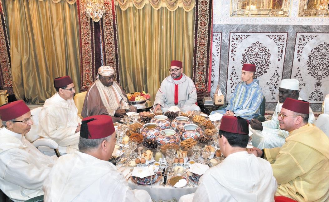 S.M le Roi offre des Iftar en l'honneur d'Ali Bongo et de Moussa Faki Mahamat