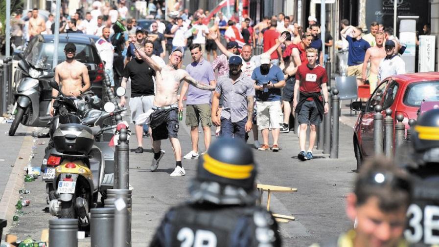 Près de Moscou, une auberge espagnole  de policiers contre le hooliganisme
