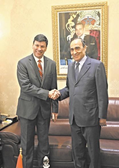 Poignée de main entre Habib El Malki et Walter Harms
