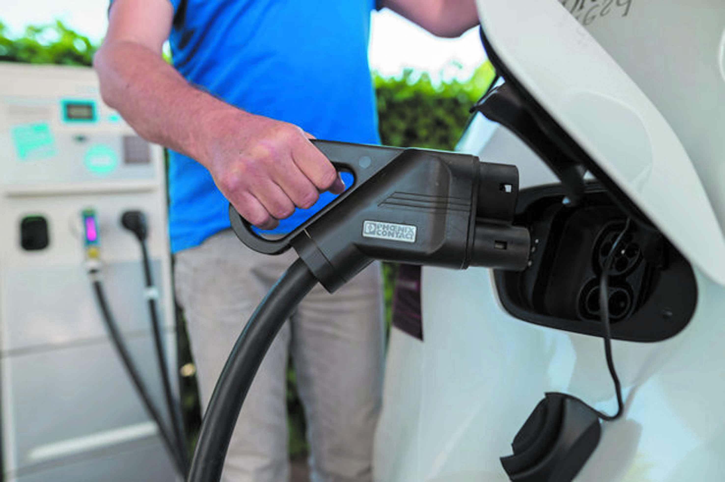 Nouvelles bornes de recharge pour véhicules électriques : Serait-ce suffisant pour  supplanter l'essence et le diesel ?