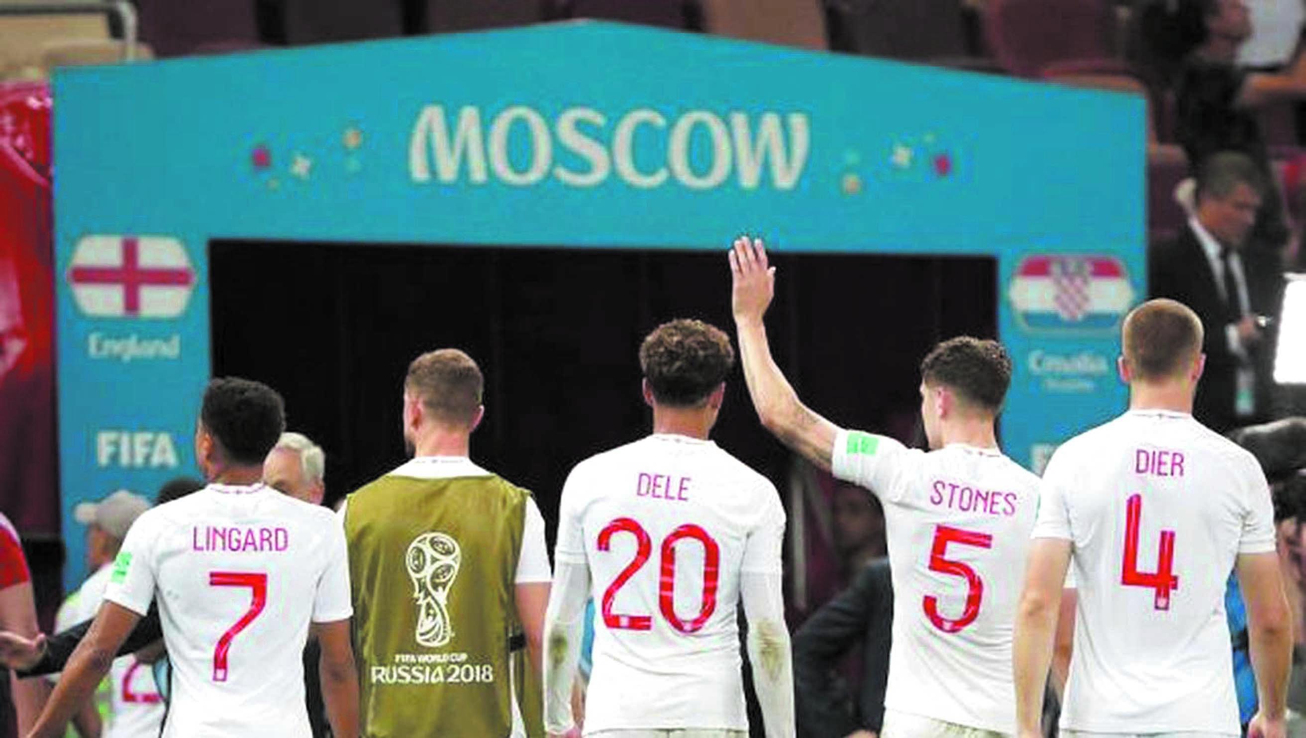 Entre tristesse et fierté, les supporters anglais saluent leur équipe