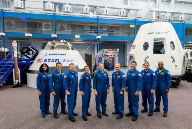 La Nasa présente les astronautes qui iront dans les premières capsules spatiales privées