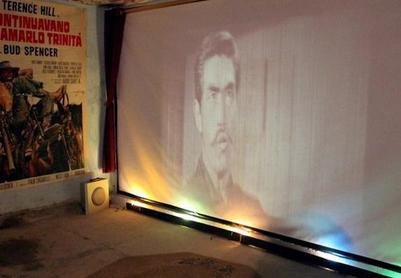 Face au manque de cinémas en Irak, une cave transformée en musée du 7ème art