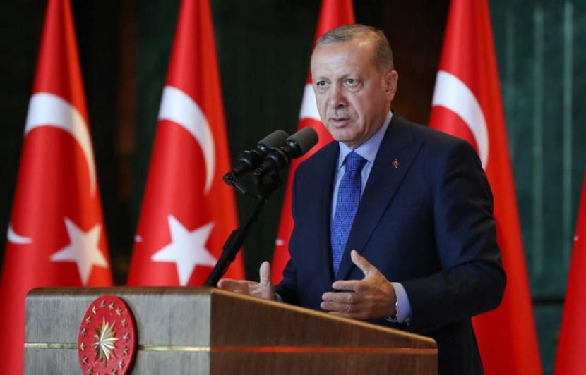 Erdogan défie l'Amérique au congrès de son parti
