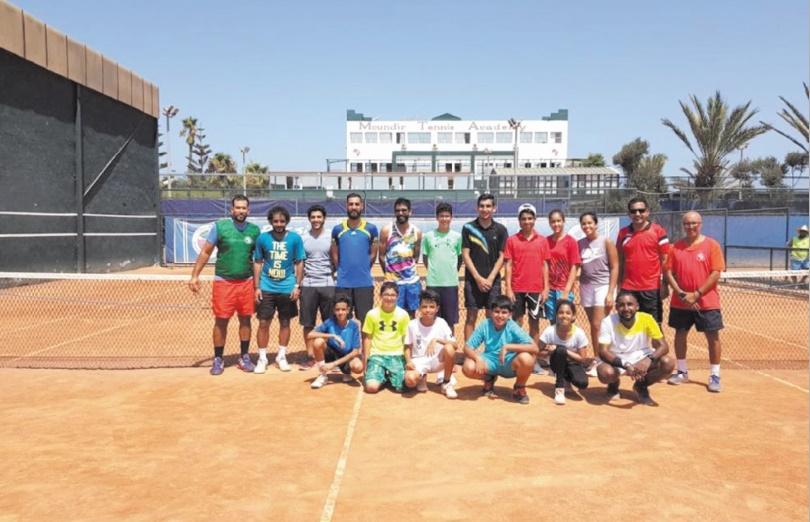 Les jeunes Bahreïnis aiguisent leurs raquettes au Moundir Tennis Academy
