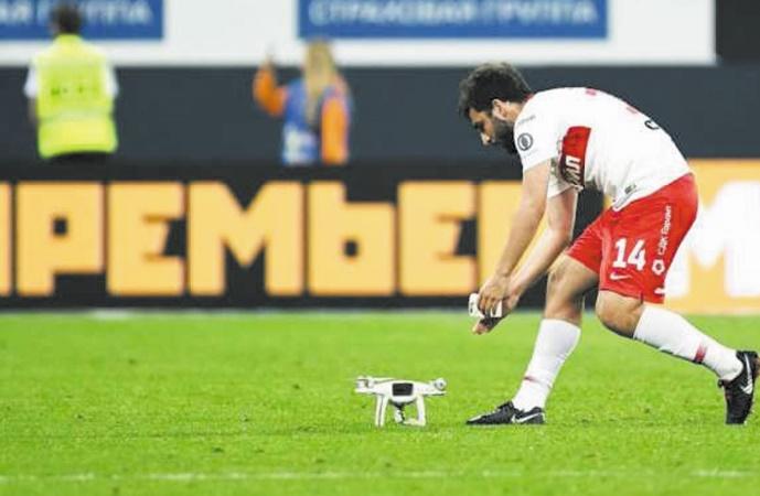 Insolite : Un drone s'écrase sur le terrain de foot