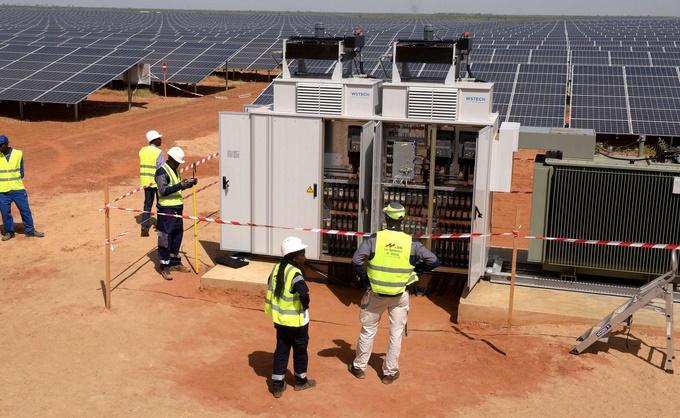 Des éoliennes et des centrales solaires dans le Sahara feraient davantage pleuvoir