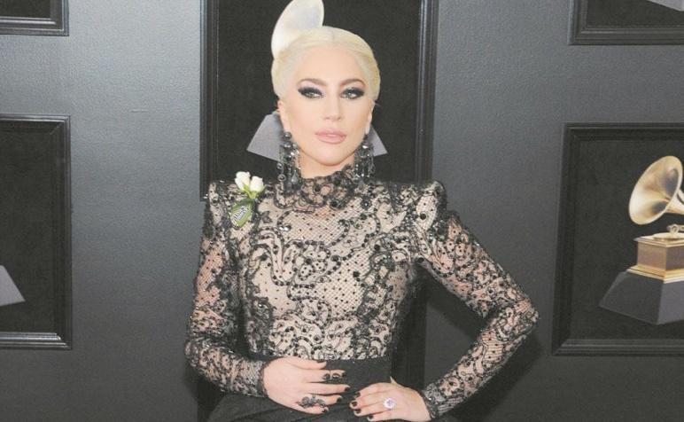 Lady Gaga se trouvait laide à l'école