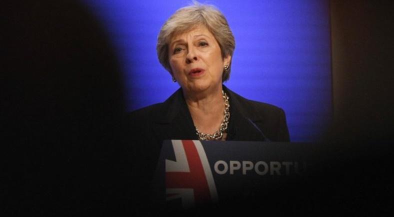 Theresa May confrontée à des menaces de démission de ses ministres