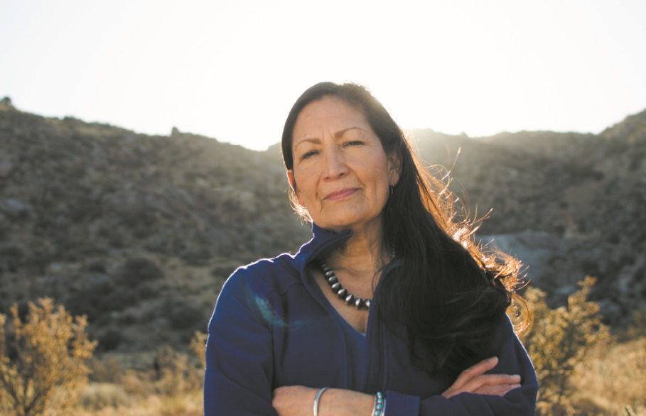 Deb Haaland, première femme amérindienne en route pour le Congrès américain