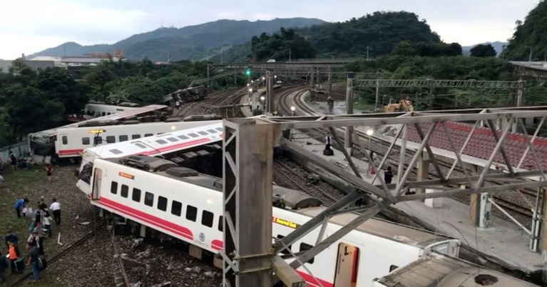 18 morts dans un accident de train au Taïwan