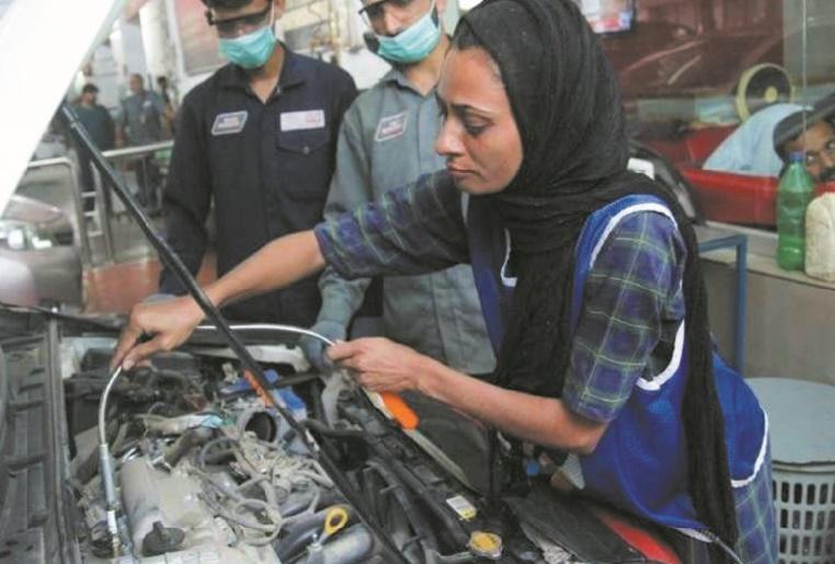 Au Pakistan, une mécanicienne déboulonne les préjugés