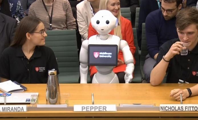 Insolite : Un robot au parlement