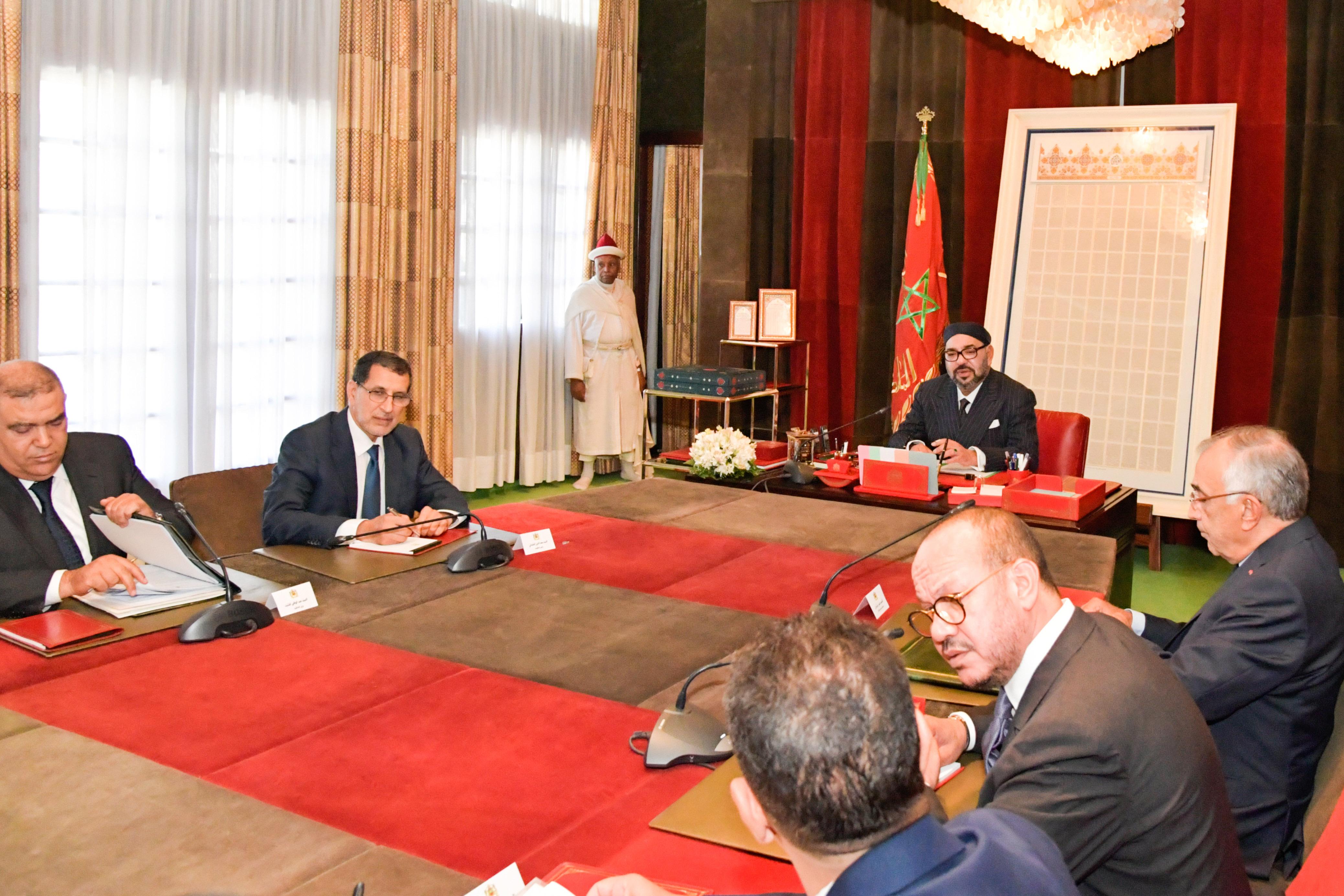 S.M le Roi Mohammed VI présidant, le 1er octobre, une séance de travail consacrée à la mise à niveau de l'offre de formation professionnelle.