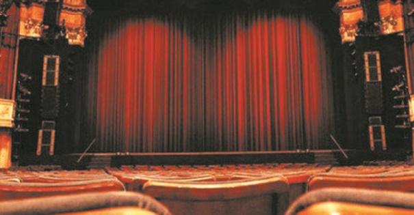 """Festival national du théâtre """"Nissyan"""", l'histoire d'une femme tiraillée entre modernité et traditions"""