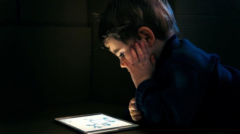Cerveaux des enfants et smartphones, tablettes et autres jeux vidéo, ne font pas bon ménage