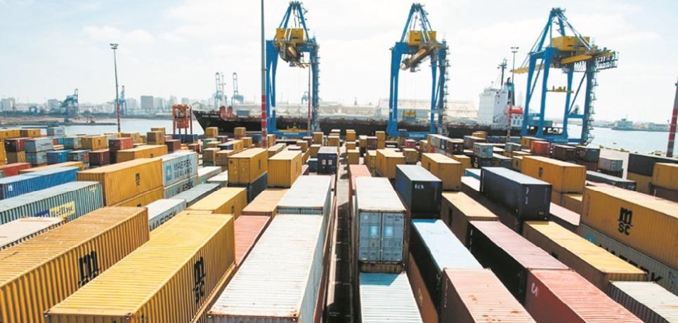 Le déficit commercial poursuit son creusement