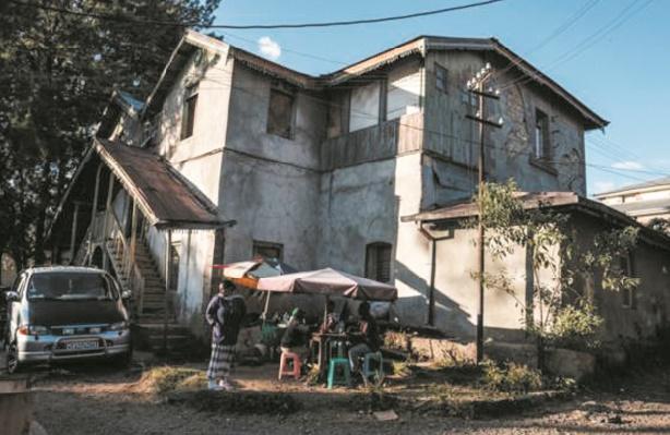 A Addis-Abeba, l'héritage architectural écrasé par la modernité