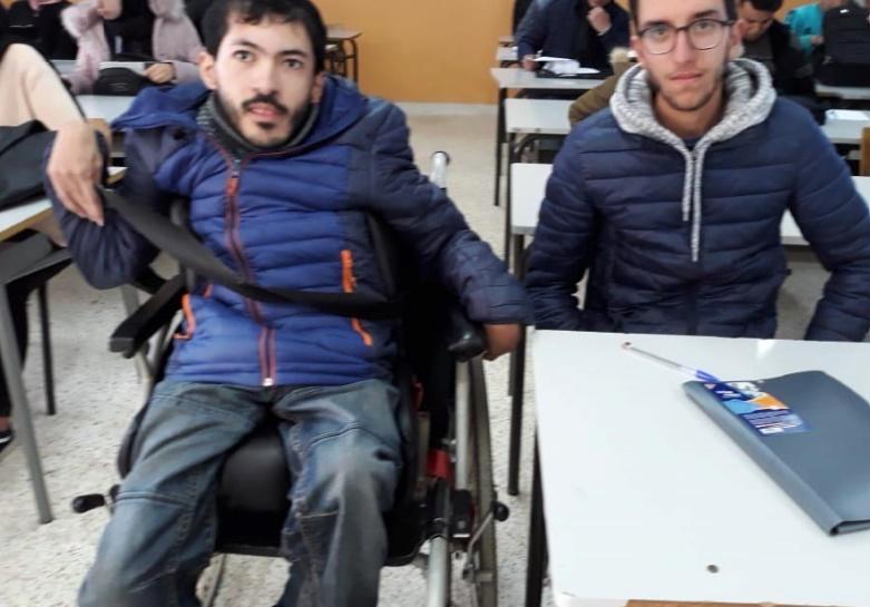 Un étudiant marocain passe ses examens malgré sa paralysie cérébrale !
