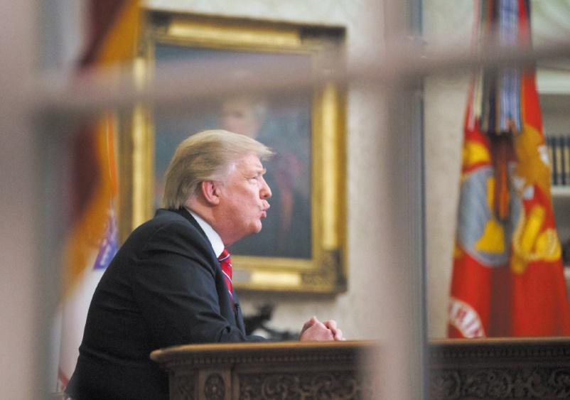 """Trump menace de """"dévaster"""" l'économie de la Turquie si elle s'en prend aux Kurdes"""