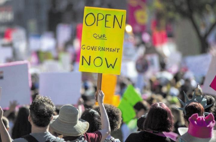"""Un mois de """"shutdown"""" aux Etats-Unis et un mince espoir d'en sortir"""