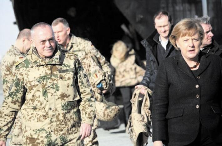 """La France et l'Allemagne veulent parvenir """"à une armée européenne"""""""