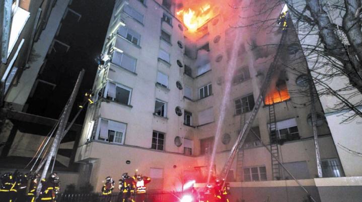 Dix morts dans l'incendie d'un immeuble à Paris