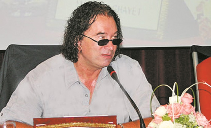 """""""Des jeunes, des cris"""", nouveau livre d'Ahmed Ghayet"""