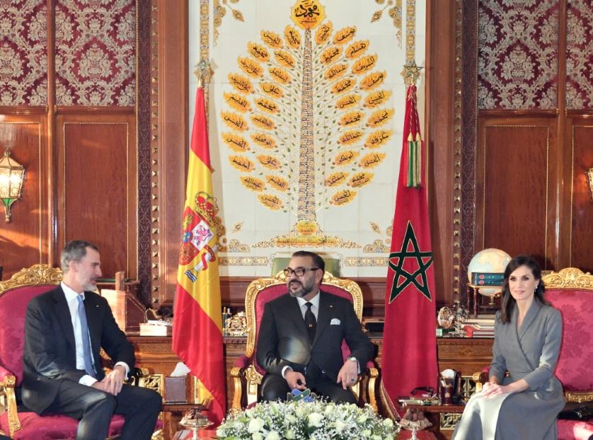 S.M le Roi s'entretient avec le Souverain espagnol et offre un dîner en son honneur