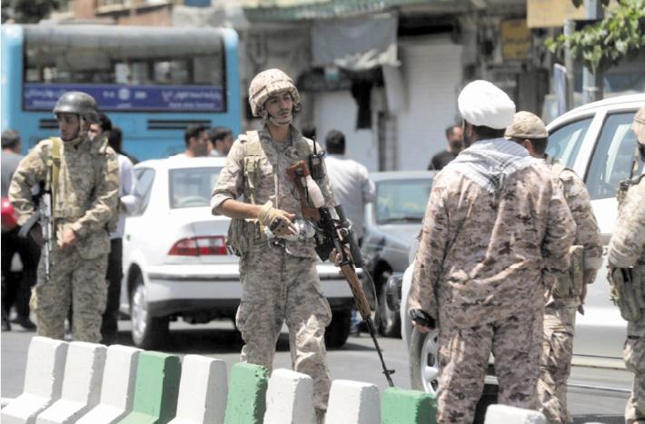 Vingt-sept morts dans un attentat contre l'armée d'élite du régime en Iran